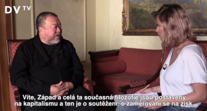 Emma Smetana se právě dozvěděla o zlovůli kapitalismu.