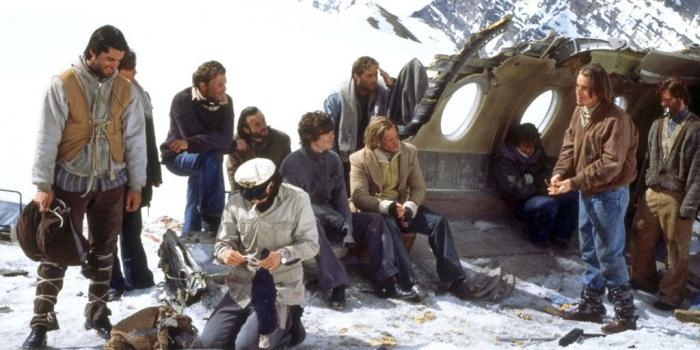 Záběr z amerického filmu Přežít (1993).