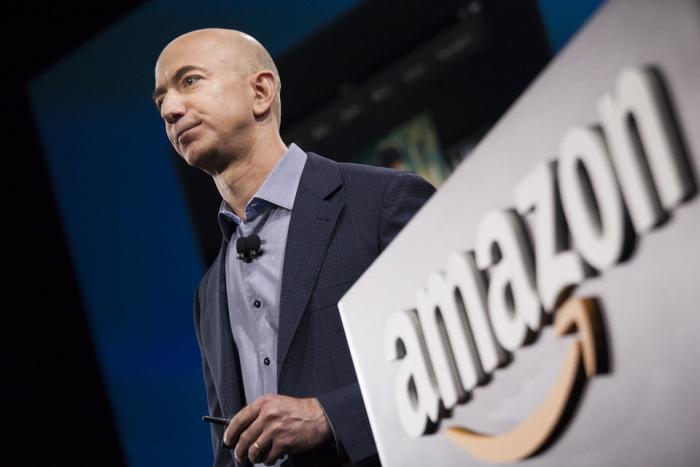 Šéf Amazonu Jeff Bezos je druhým nejbohatším člověkem na světě. Díky jednomu příspěvku na Twitteru je nyní o několik desítek miliard chudší.
