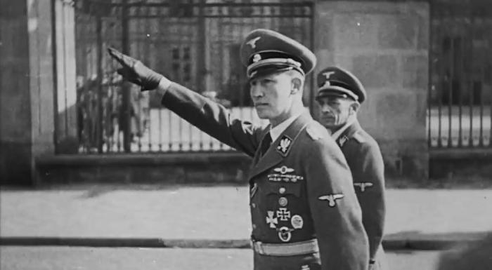 Zastupující říšský protektor SS Obergruppenführer Reinhard Heydrich, nacistické monstrum, jehož zlovůli ukončil až atentát.