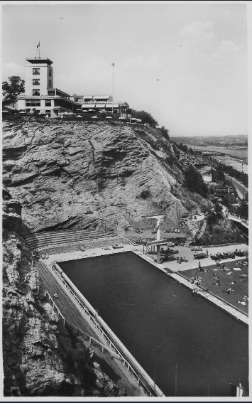 Kouzelný bazén přiléhající k Terasám byl slavnostně otevřen 16. 8.1930