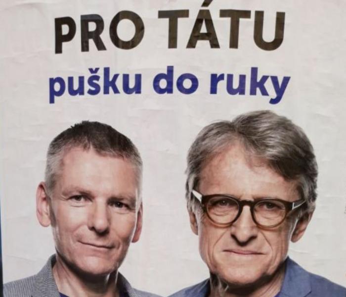 Kampaň Realistů doporučují mimo jiné i tátové Anders Breivik a Stephen Paddock.