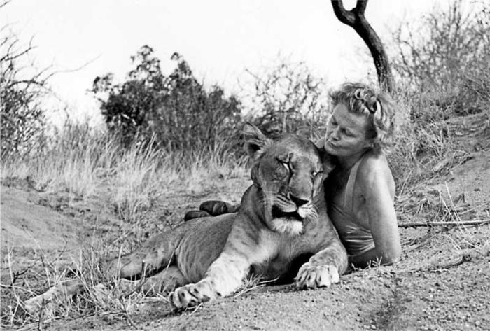 Rodačka z Opavy,  Friederike Victoria Gessnerová, známější spíše jako Joy Adamson se slavnou lvicí Elsou. Známou spisovatelku můžeme považovat za českou autorku, ale také za německou.