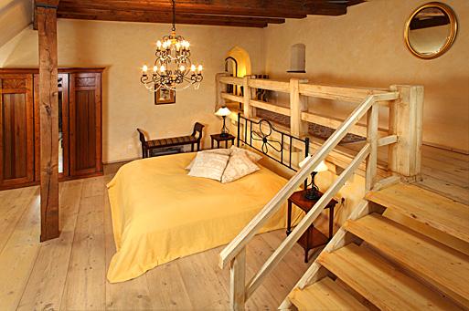 Stylové interiéry středověkého hradu v sobě snoubí tradici i moderní design.