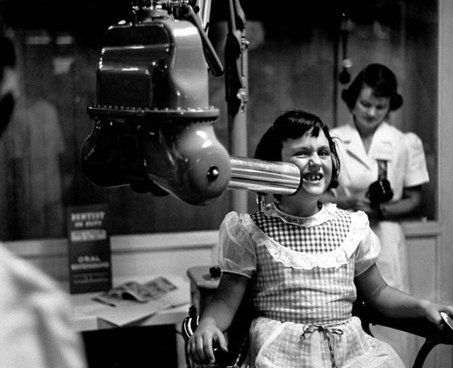 Rentgen zubů u malé pacienty roku 1953