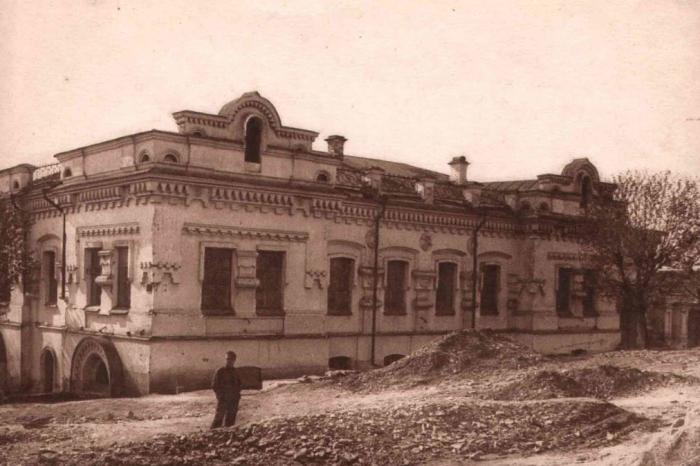 Dnes již zbořený dům důlního inženýra Ipaťjeva v Jekatěrinburgu, kde byl ve sklepě zavražděn car se svou rodinou.