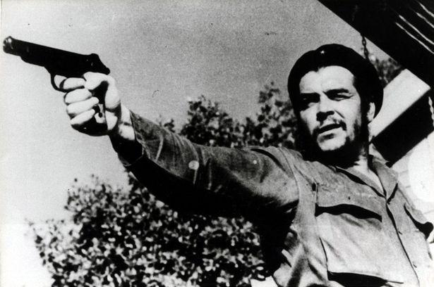 Guevara nikdy nebyl daleko od toho, aby si k úspěchu pomohl násilím. Za to je milován i nenáviděn.