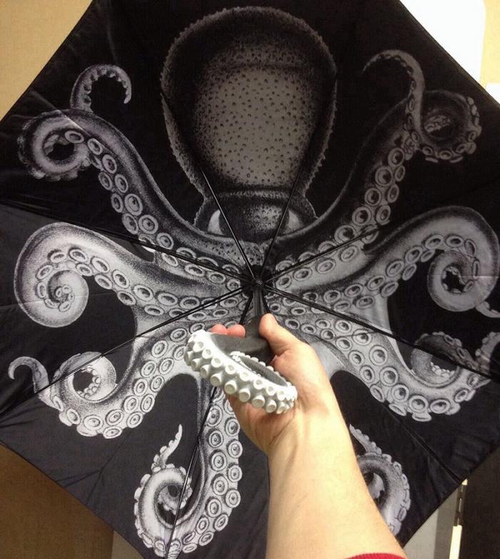 Chobotnice vás pohltí a vyplivne, až když přestane pršet.