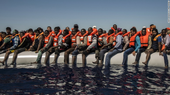Vláda na rychlo sváží imigranty, aby zaplnili prostor po občanech, kteří republiku opustili