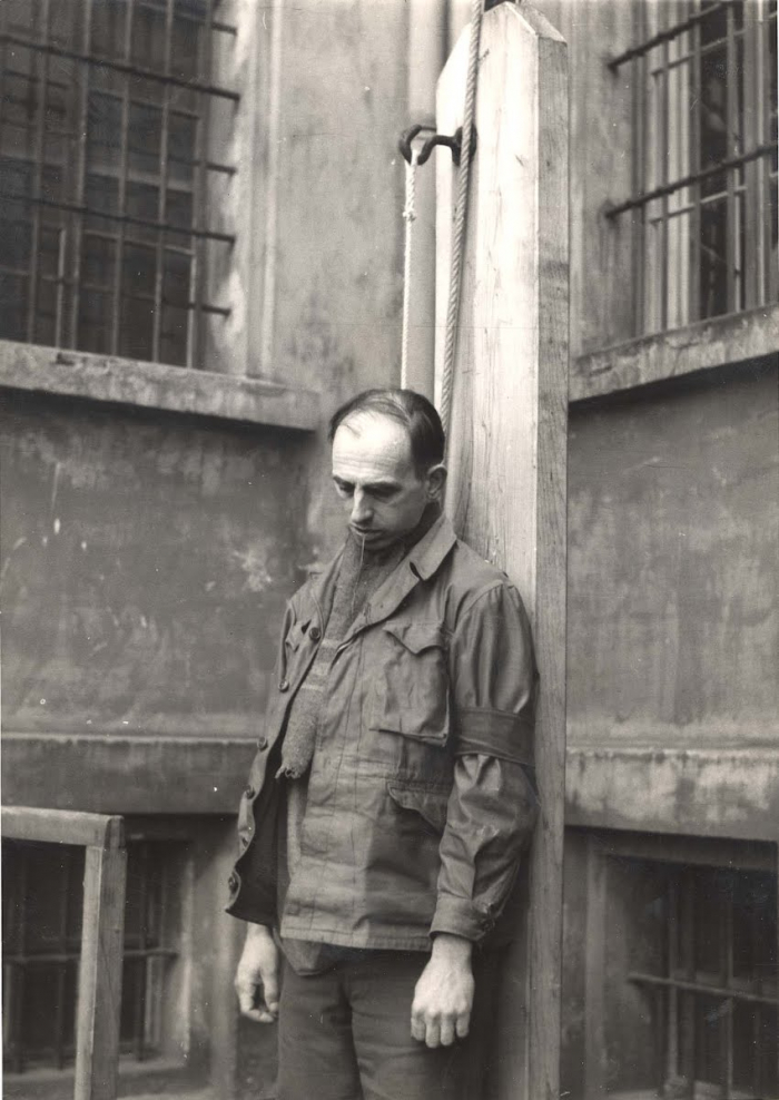 Po válce Daluegeho dohnala spravedlnost a skončil na pankrácké šibenici.