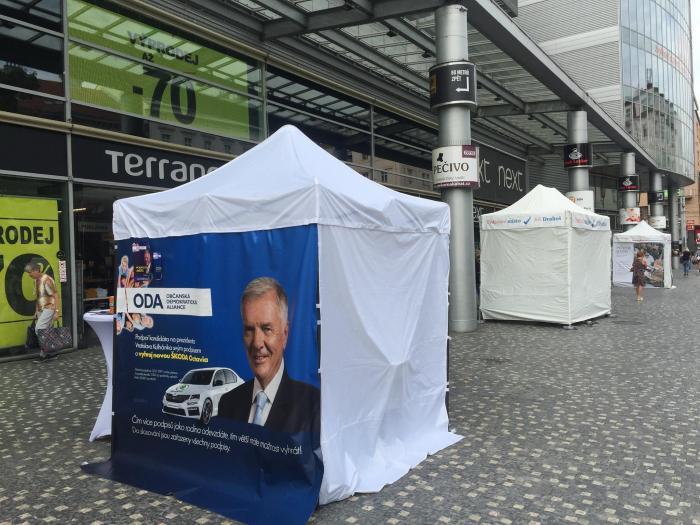 Tohle se asi bude těžko trumfovat. Za podpis petičního archu Vratislava Kulhánka můžete vyhrát nové auto. Vítejte v Česku v roce 2017.