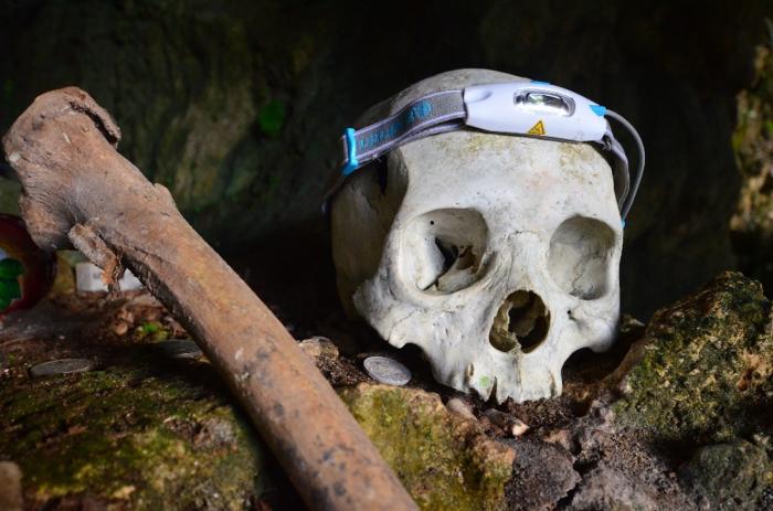 Tma v pohřebních jeskyních skrývala i tohle.
