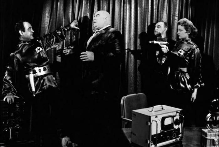 Nejznámějším filmem Eda Wooda je čistokrevné béčko Plan 9 From the Outer Space.
