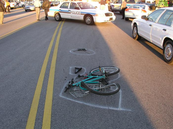 Nehoda, kdy se cyklistovi zamotá penis do řetězu u kola, bývá třetím nejčastějším důvodem úmrtí u mužů s nadstadnardní výbavou.