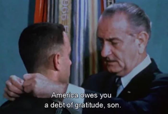 Díky filmovým trikům mohl například Forrest Gump obdržet vyznamenání od prezidenta Lyndona B. Johnsona.