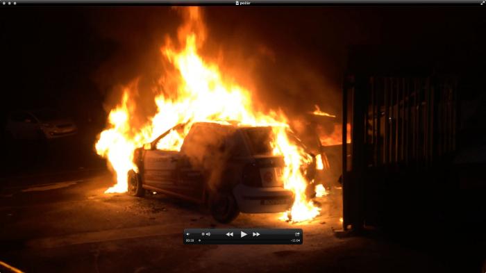Jedno z hořících aut Vladimíra Krulce