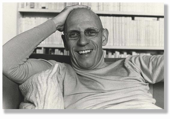 """Francouzský poststrukturalistický filozof Michel Foucault odhalil """"pejskařské"""" povahy s nutkavou potřebou dominance ve studii Dohlížet a trestat – kniha o zrodu vězení."""