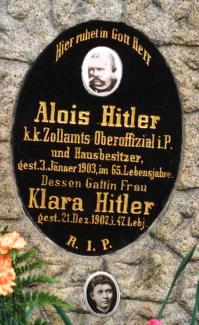 Hrob Hitlerových rodičů stál až do roku 2012. Poté byl odstraněn a jejich ostatky vykopány.