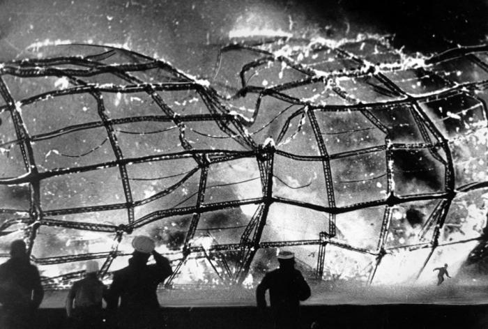 Postavit největší vzducholoď všech dob trvalo 4 roky. Oheň ji dokázal zničit za něco málo přes půl minuty.
