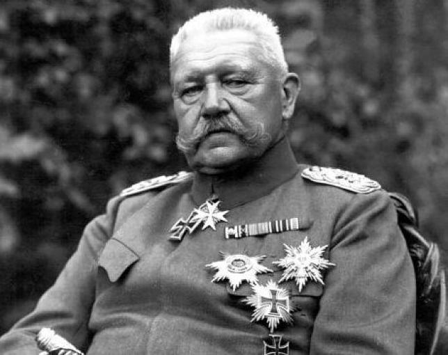 Paul von Hindenburg - německý válečný hrdina a říšský prezident, jehož jméno vzducholoď nosila.
