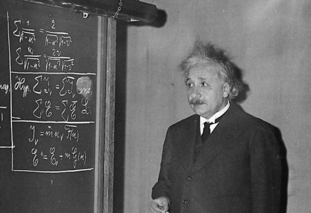 Einstein opravdu z matematiky nepropadl. Příště se už budete muset s vlastními mizernými známkami vymlouvat na někoho jiného.