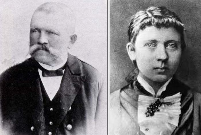 Hitlerovi rodiče Alois a Klara. Kromě ní měl Hitlerův otec ještě dvě děti z předchozího manželství.