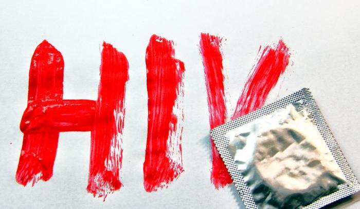 Kondom je účinnou formou ochrany před virem HIV.