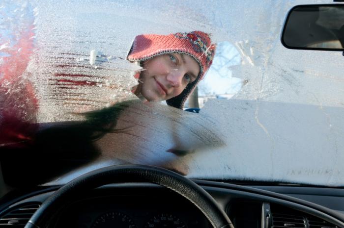 Po nekonečné zimě jsme se už všichni těšili na jaro, až si budeme ráno škrabat auto