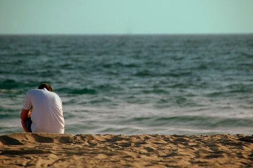 Sex v jednom na pláži může sice znít romanticky, vzbuzuje však ještě větší pohoršení, než sex ve dvou