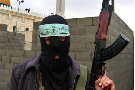 Islamista Ahmed. Velmi cenný. Jeho superschopnost je práce se sečnými a bodnými zbraněmi