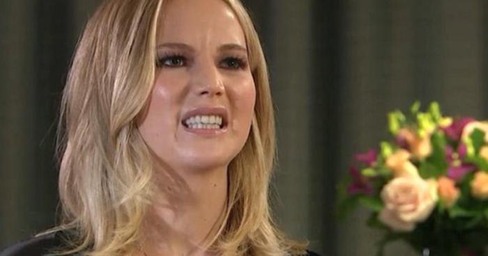 Podle herečky Jennifer Lawrence může za hurikán Donald Trump. Tak určitě. Někteří lidé by měli raději říkat jen to, co mají ve scénáři.