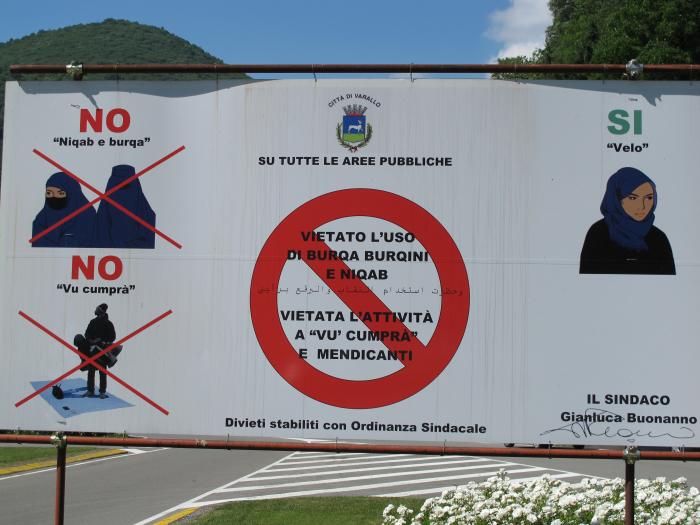 Na italském pobřeží se dozvědí, co je v Evropě zakázáno
