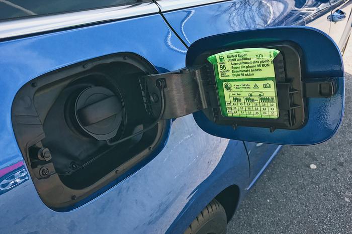 Nová Škoda Octavia - škrabka na led nesmí chybět!