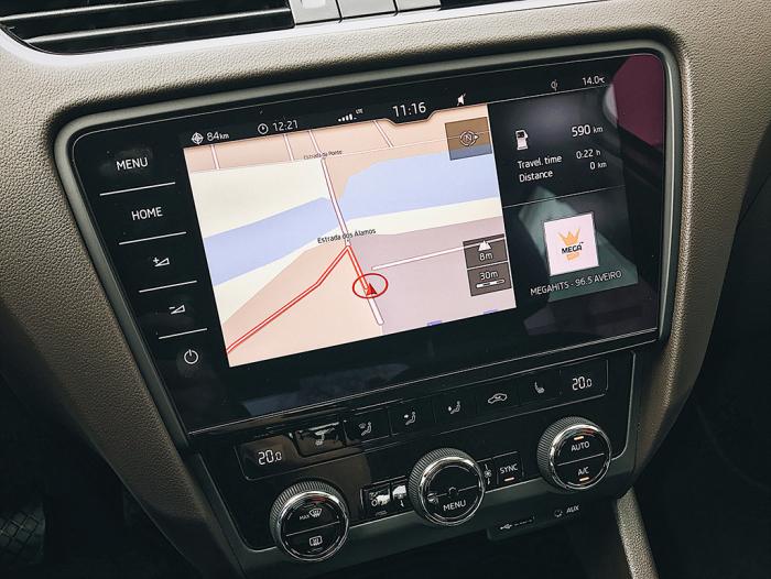 Vrchol nabídky navigačních systémů - vše je plně dotykové!