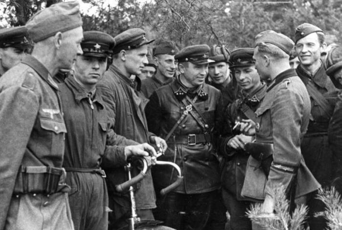 K okupaci Polska se připojil k Německu kromě Slovenska i Sovětský svaz.