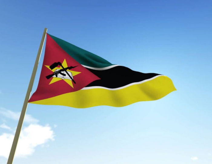 Pro některé státy je kalašnikov natolik důležitý, že ho mají ve státním znaku. Mozambik šel ještě dál a AK-47 je součástí jeho vlajky.