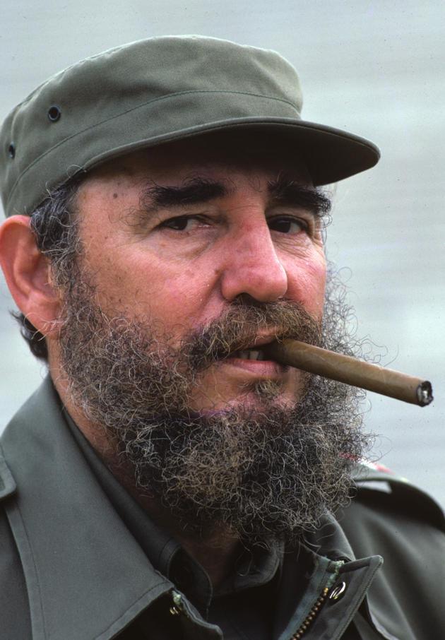 Uniforma, plnovous a doutník. Tak znal svět Fidela Castra.
