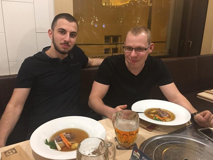Youtuber MikeJePán a Petr Kocourek. Parťáci, kterým se podařilo vytahat z kapes důvěřivců již nemalé peníze.