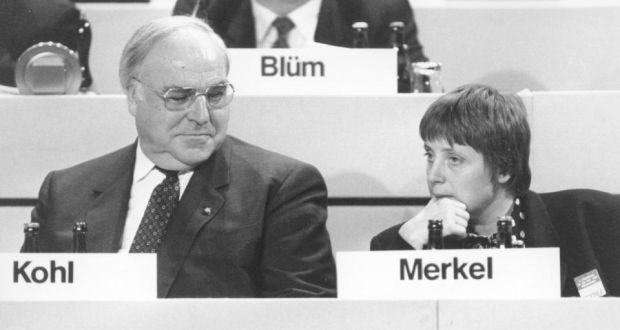 Kohl dovedl na vrchol Angelu Merkelovou. Možná si to později vyčítal.