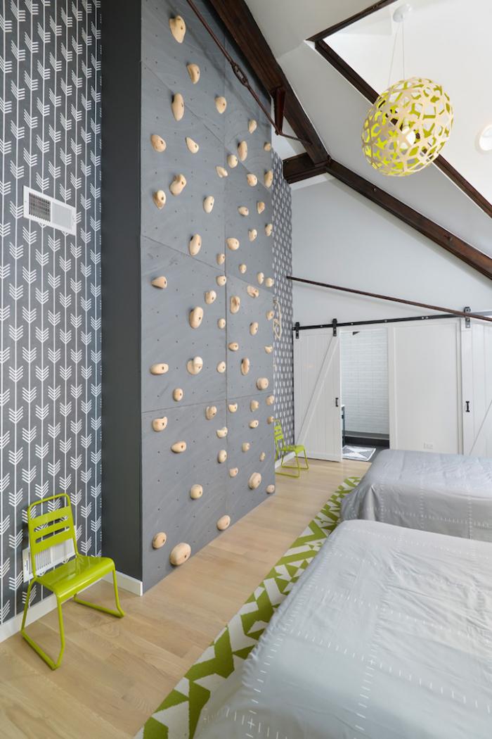 Jaké sny se asi zdají nocležníkům v téhle ložnici?