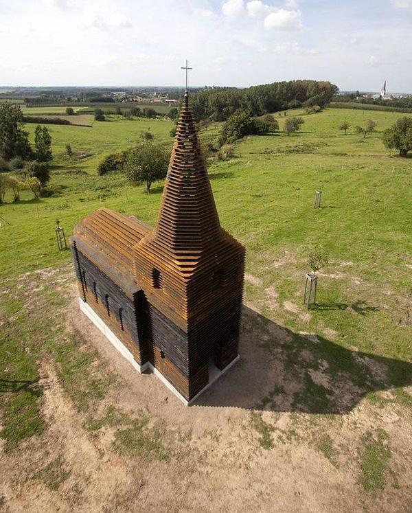 Na první pohled se kostel neliší od ostatních.
