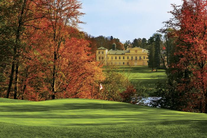 Golf v Kynžvartě u Mariánských Lázní. Ušlechtilé prostředí, park, zámek, příroda a málo lidí. Co je na tom snobského? Nic, jen pověst.