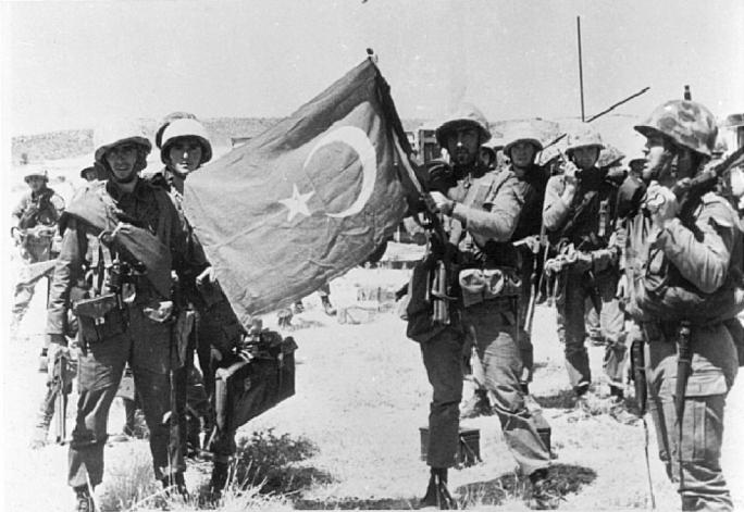 K rozdělení Kypru došlo v 70. letech kvůli vojenskému puči na jihu a následné invazi tureckých vojsk na severu.