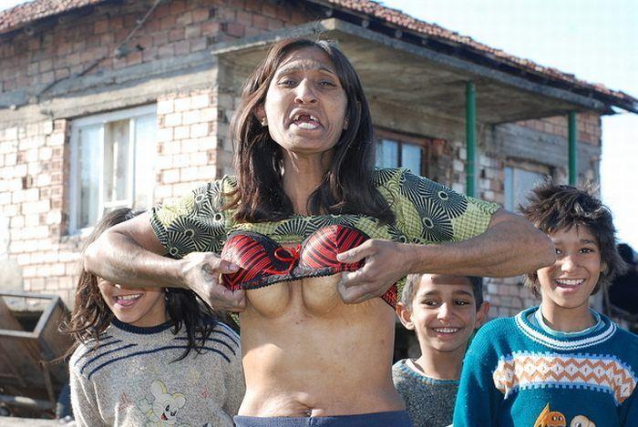 Romské ženy starší dvaceti let jsou tlusté anebo ošklivé. Většinou však obojí.