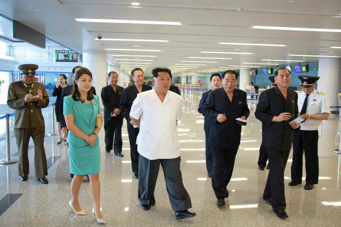 Vůdce otevírá luxusně vybavený terminál, který nebude skoro nikdo používat