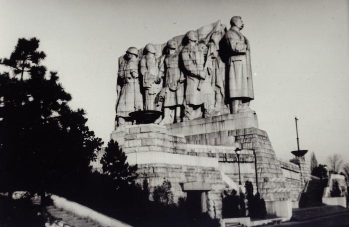 """Stalin měl pomník na Letné, Havel bude mít """"pomník"""" v podobě knihovny na Hradčanech"""