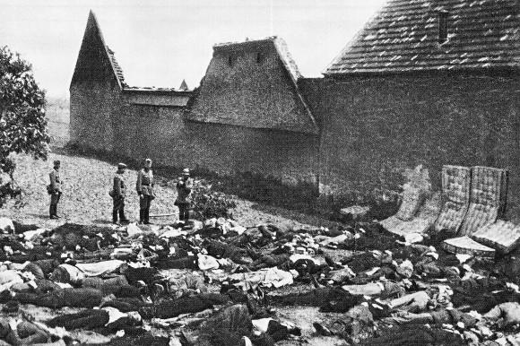 Všichni lidičtí muži nalezli smrt u zdi Horákova statku. Ti, co v osudný den nebyli doma, byli vypátráni gestapem a zavražděni dodatečně.