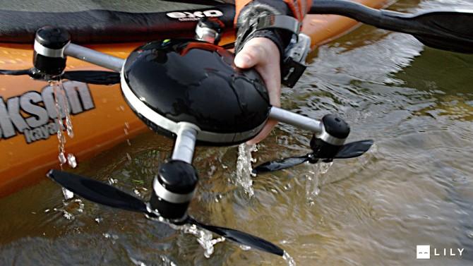 Po přechodu na vodní režim převezmou vrtule funkci lodních šroubů