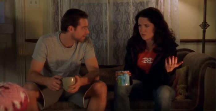 Vztah Chrise a Lorelai je každému fanouškovi proti srsti. Proč se na konci vzali, aby se hned zase rozvedli, nikdo nepochopil.