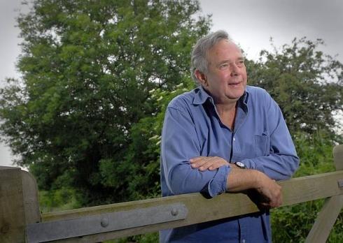 Peter Melchett – muž, kterému se tažení proti GM potravinám hodí do krámu.